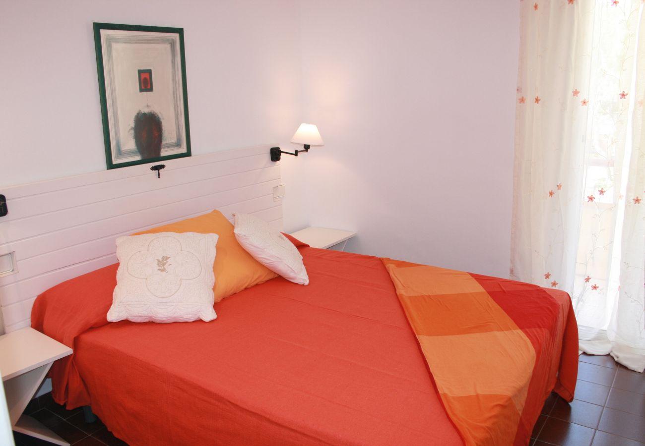 Ferienwohnung in Pals - Ferienwohnung mit 1 Schlafzimmern in Pals