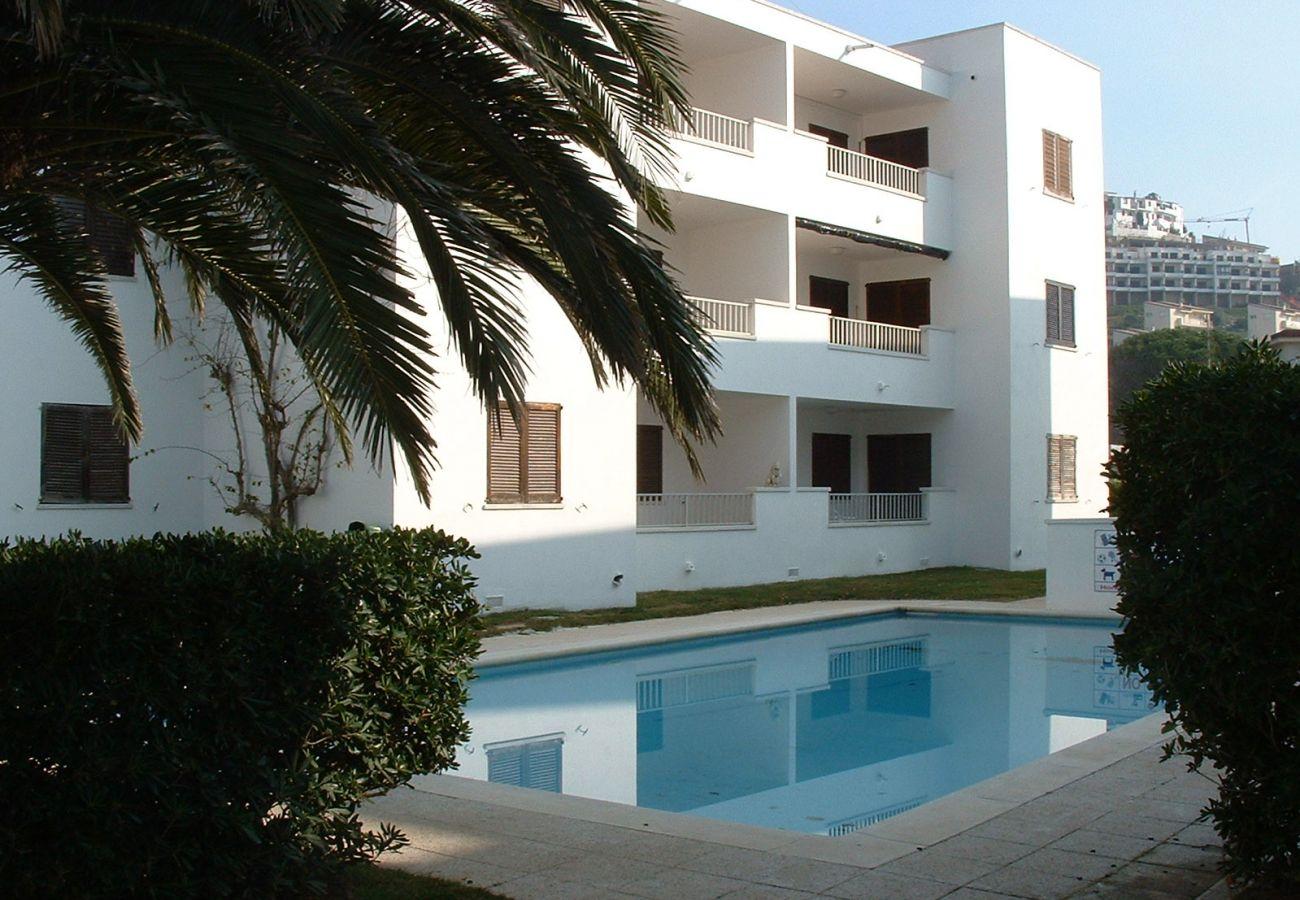Appartement in L'Escala - APPARTEMENTEN CALA MONTGO 2D