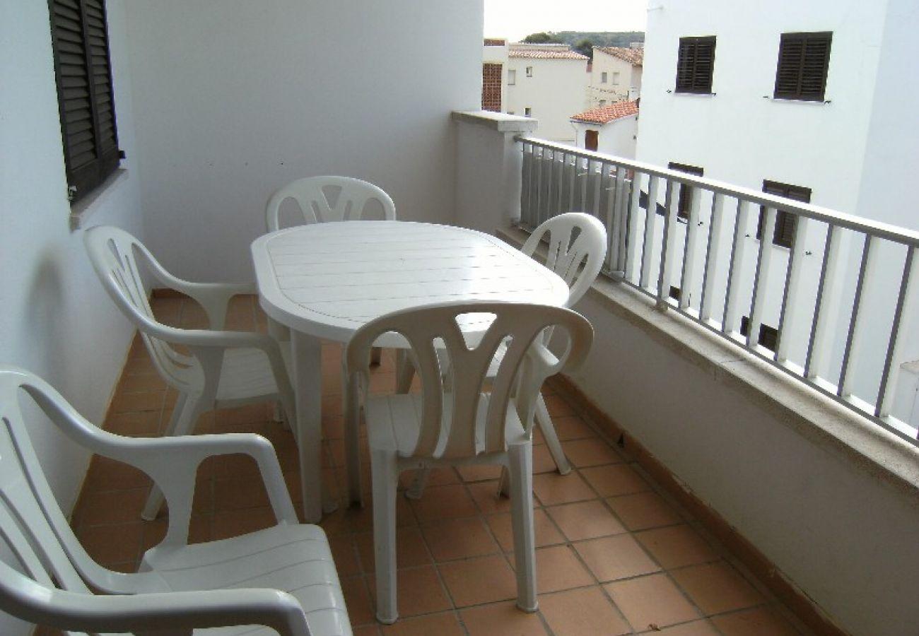 Apartamento en L'Escala - APARTAMENTOS CALA MONTGO 2D