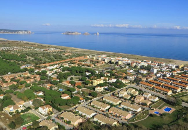 Apartment in Torroella de Montgri - TER D entry floor 2 or 3 close to the beach, WiFI, BBQ